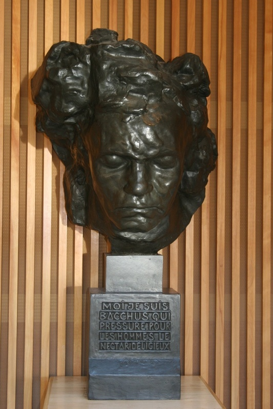 front view of the Beethoven bust