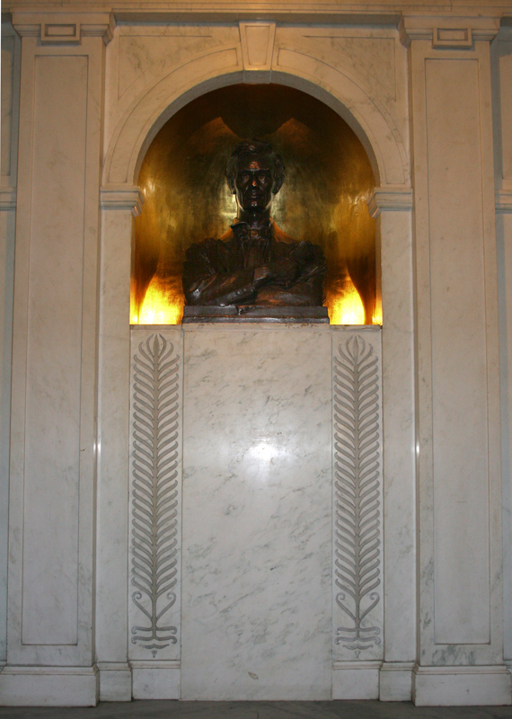 the refurbished Lincoln Bust in place at Lincoln Hall